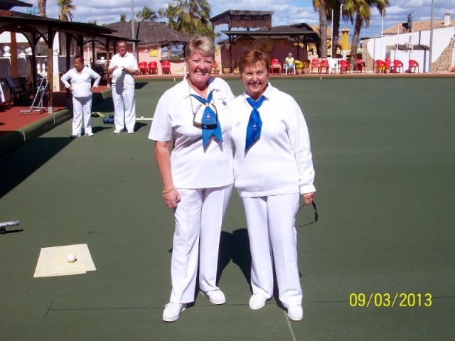 Ladies Pairs winners Sue Bounds & Pauline Woodfine.JPG